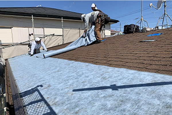 屋根材の劣化が激しくても下地が健全なら屋根カバー工法がおすすめです