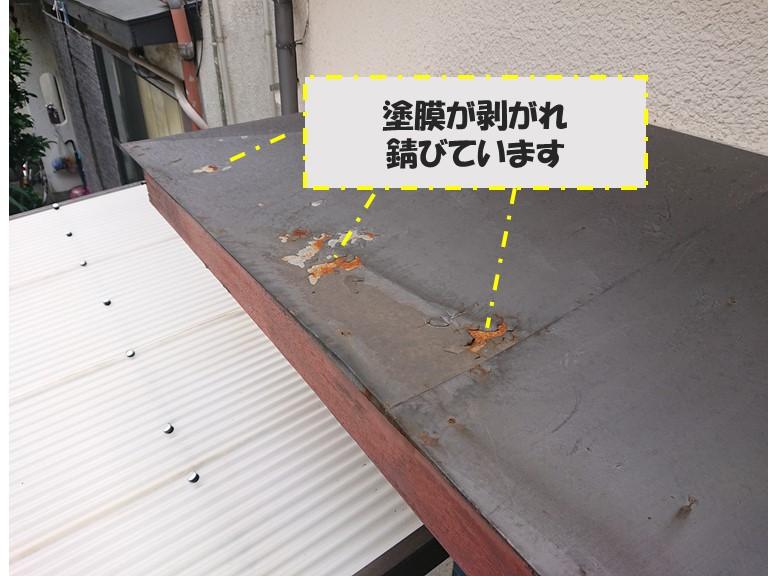 和歌山市で、金属屋根の塗膜が剥がれ錆が発生していました
