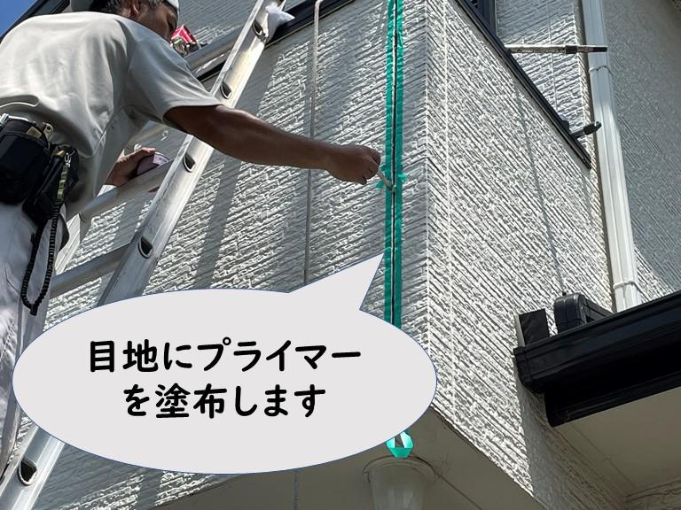 和歌山市でサイディング外壁の目地にプライマーを塗布します