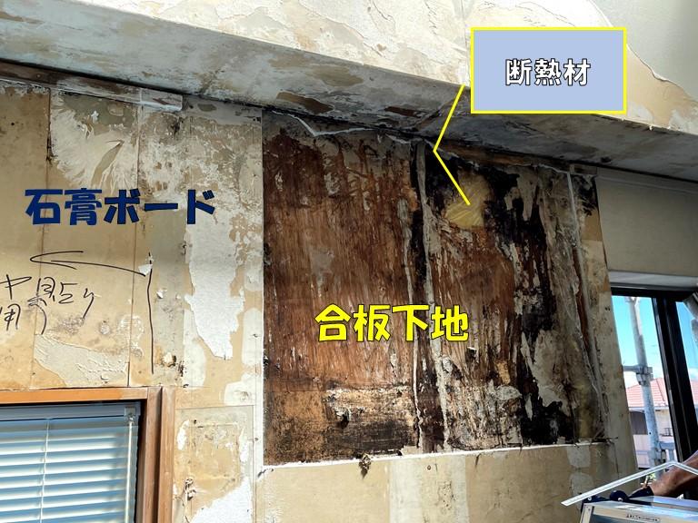 和歌山市で下地を確認するのに石膏ボートを撤去すると下地に腐食した合板がでてきました