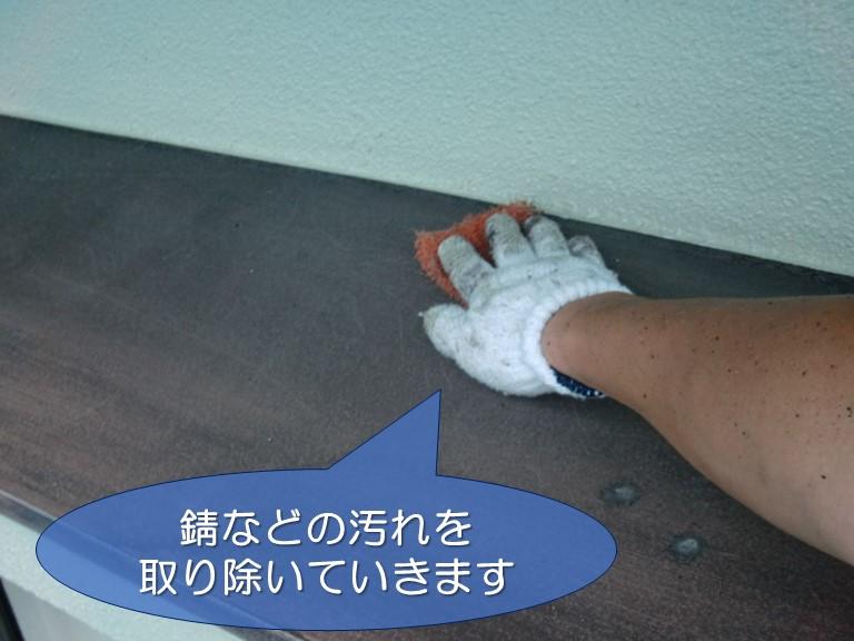 和歌山市で庇の板金塗装するのにケレン作業をします
