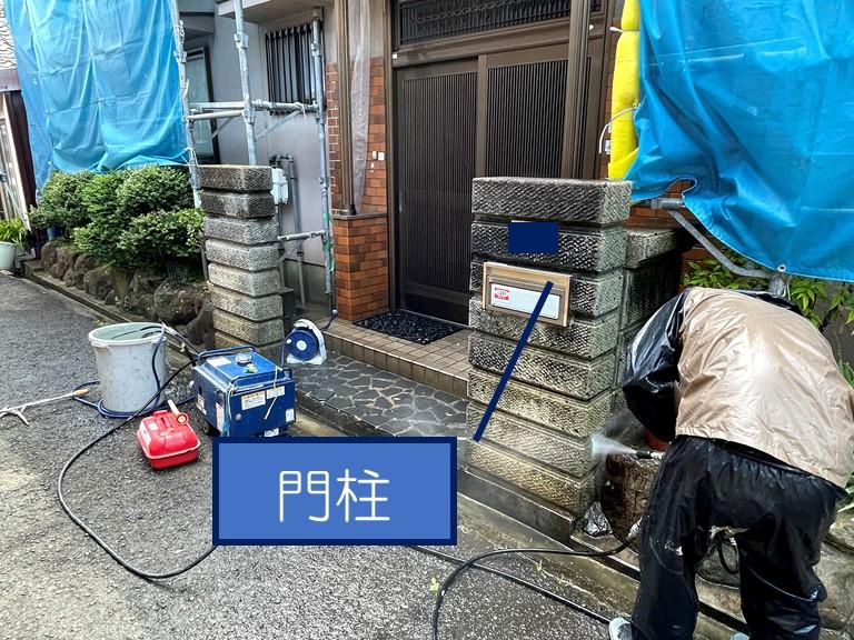 和歌山市で門柱の高圧洗浄の様子
