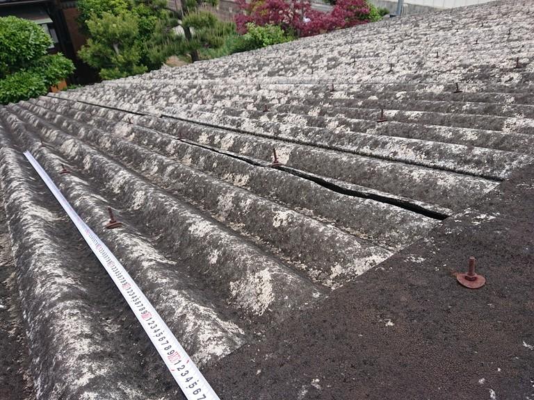 和歌山市のガレージ屋根破損し修理前の写真