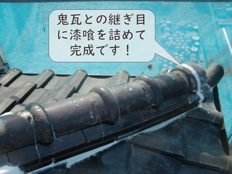 和歌山市の下り棟にあった鬼瓦を固定し、最後は漆喰を詰めていき、完成です