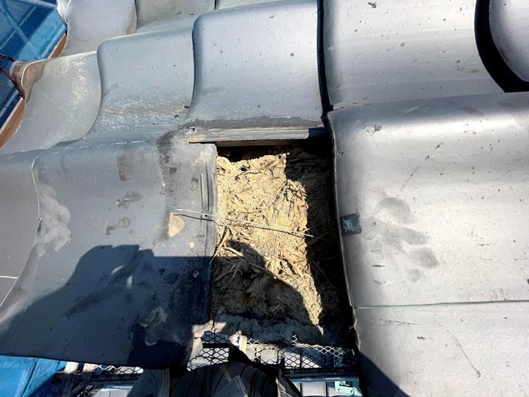 和歌山市で瓦の浮きや割れた部分の補修工事を行いました