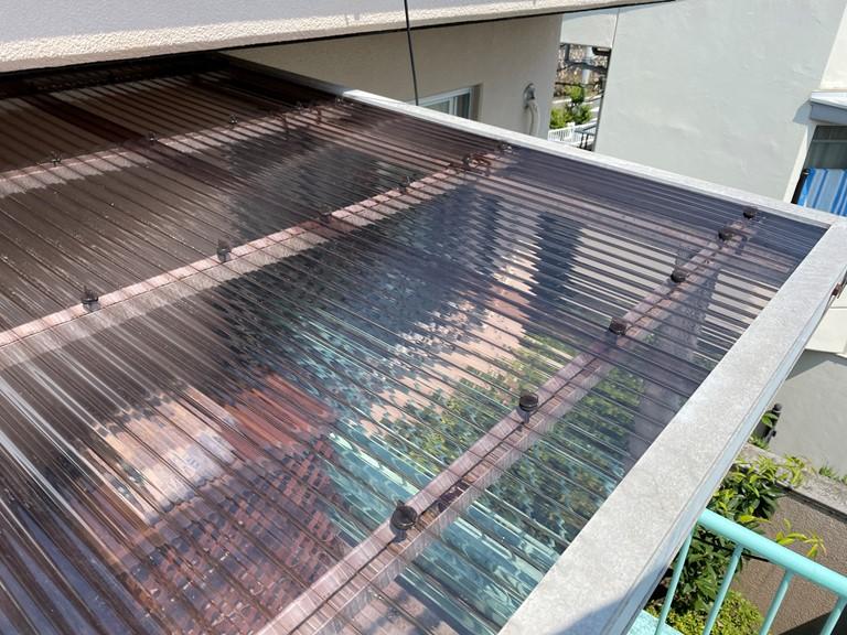 和歌山市でベランダ屋根が飛び、耐衝撃性のあるポリカ波板へ張替え