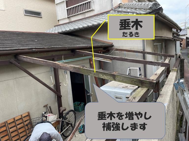 和歌山市の波板張替で強度を上げるために垂木を増やします