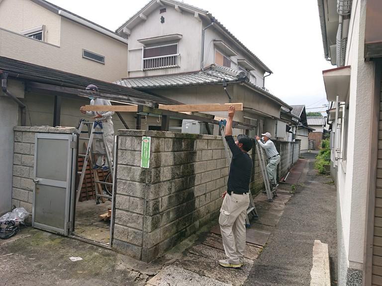 和歌山市の波板張替工事で垂木を増やしました