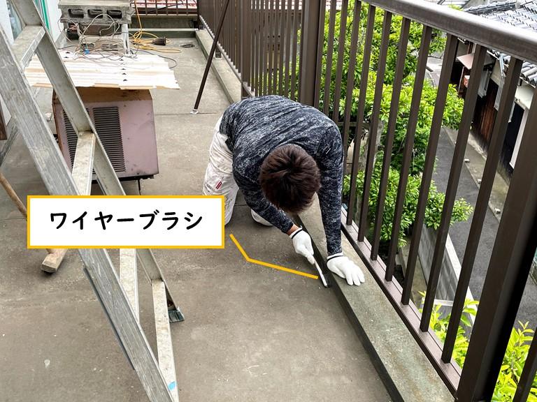 岩出市でケレン作業を行うのに、ワイヤーブラシという工具を使います