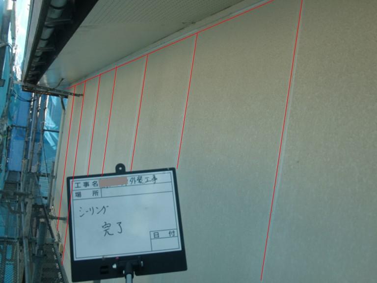 岩出市で外壁の目地すべてにコーキングを充填しました