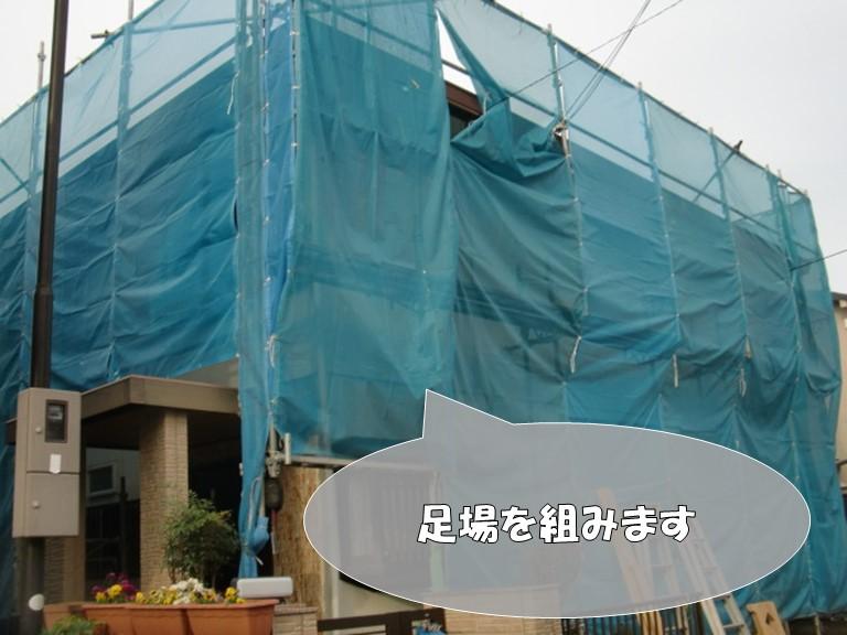 岩出市で外壁塗装を行う前に外壁の目地にコーキングを充填します