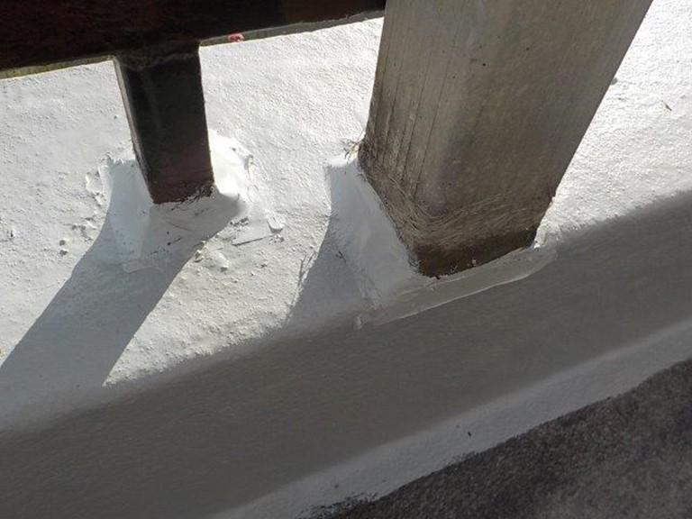 岩出市で笠木部分のトップコートの塗り替え工事が完成です
