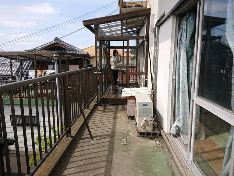 岩出市で防水工事とシャッター新設工事を行う前の写真