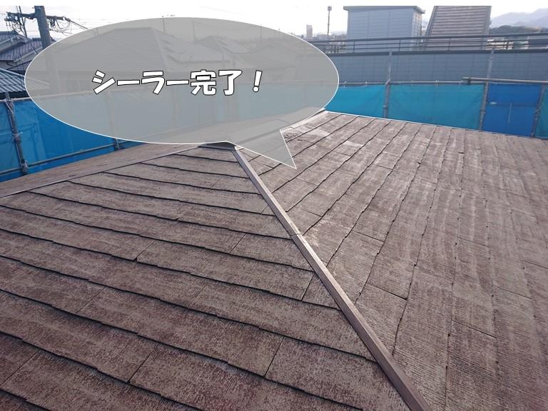 岩出市の屋根塗装でシーラーを塗りました