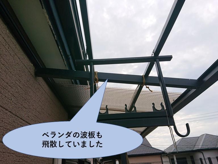 紀の川市でベランダの屋根も飛散しロープで固定していました