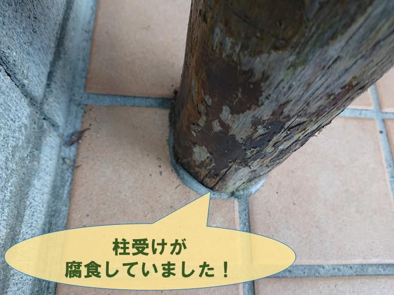 紀の川市で玄関屋根の受け柱が腐食していました