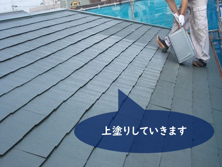 紀の川市の屋根塗装でサーモアイで上塗りしていきます