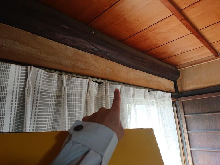 紀の川市の瓦がズレていた部分の天井から雨水が