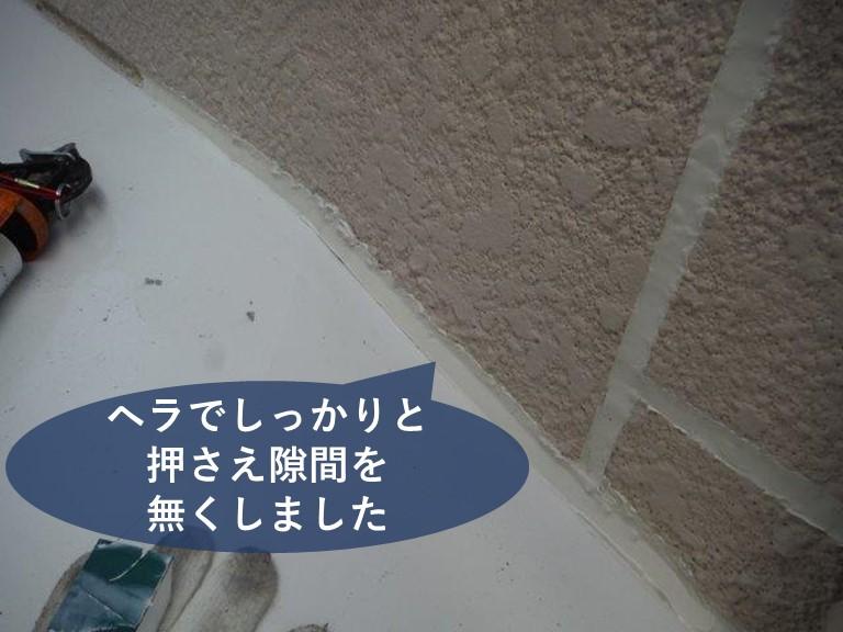 和歌山市の雨漏りの原因にもなる窓の周りにコーキング充填しました