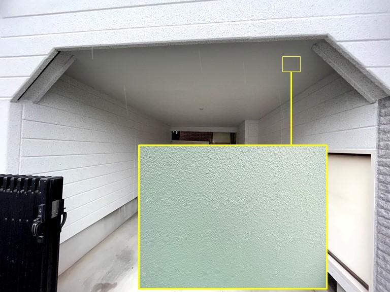 岩出市の外壁塗装完了し、駐車場の天井はホワイトで仕上げました