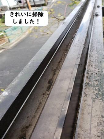 和歌山市のテラスの雨樋をきれいに掃除しました