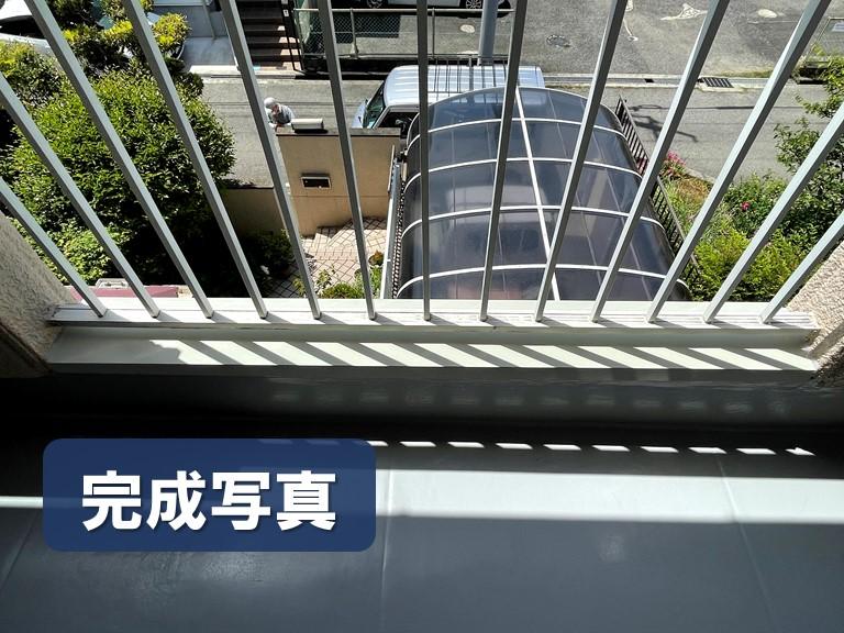 和歌山市でカラーステンレスの笠木をベランダの立ち上がり壁に設置し完成した写真