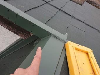 岩出市で屋根の葺き替えで壁際水切りを設置し完成した写真
