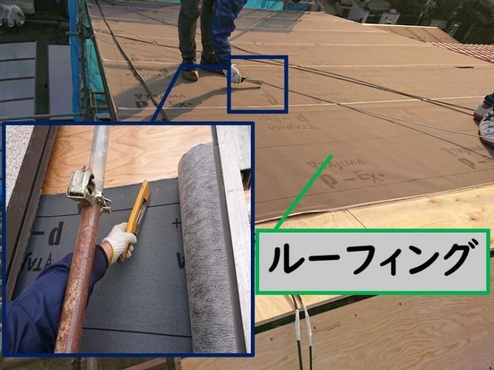 岩出市の屋根の葺き替えを行うのに野地板の貼り、上からルーフィング(防水シート)を貼っていきます