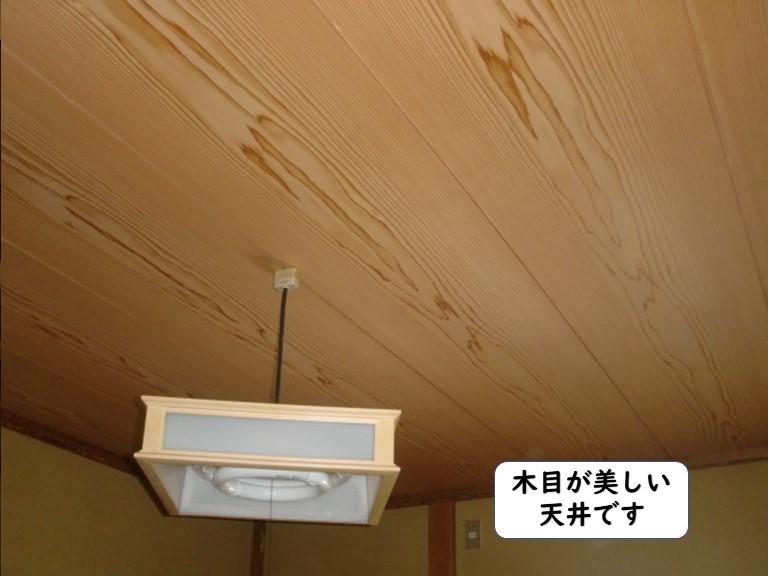 和歌山市の木目が美しい天井板です