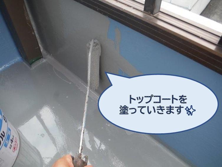 和歌山市のベランダ防水工事で、ウレタン樹脂を塗った後トップコートを二度塗りました