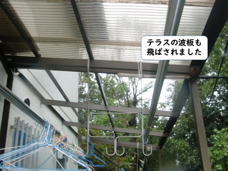 和歌山市のテラスの波板も飛ばされました