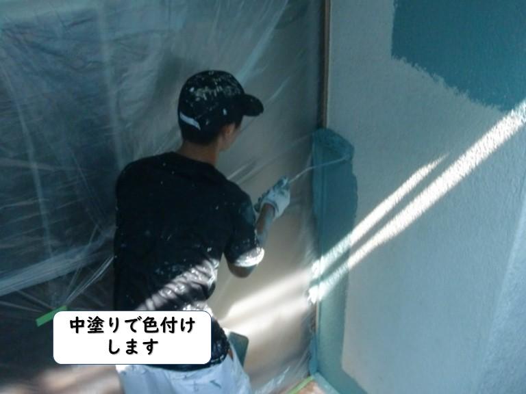 岩出市の外壁を中塗りで色付けします