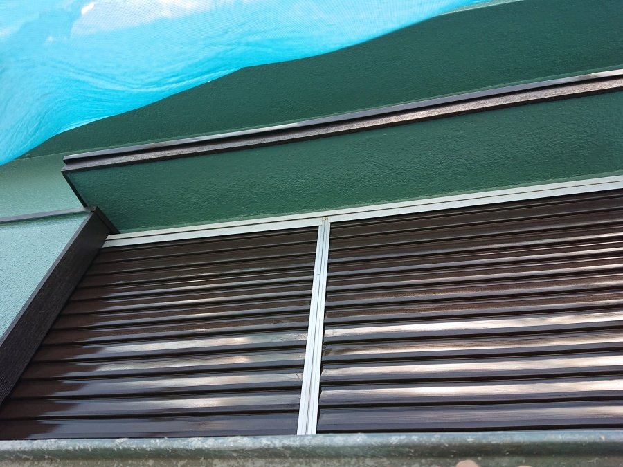 岩出市の雨戸塗装完了