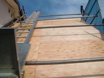 岩出市の屋根の葺き替えで野地板を張り替えて完成した急こう配の屋根の方の写真