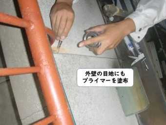 和歌山市の外壁の目地にもプライマー塗布