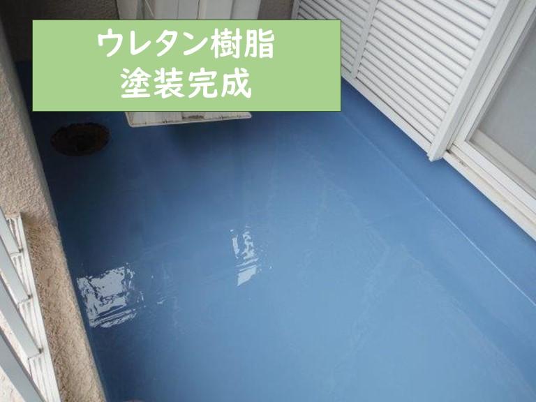 和歌山市でウレタン防水工事でウレタン樹脂を塗っていきました