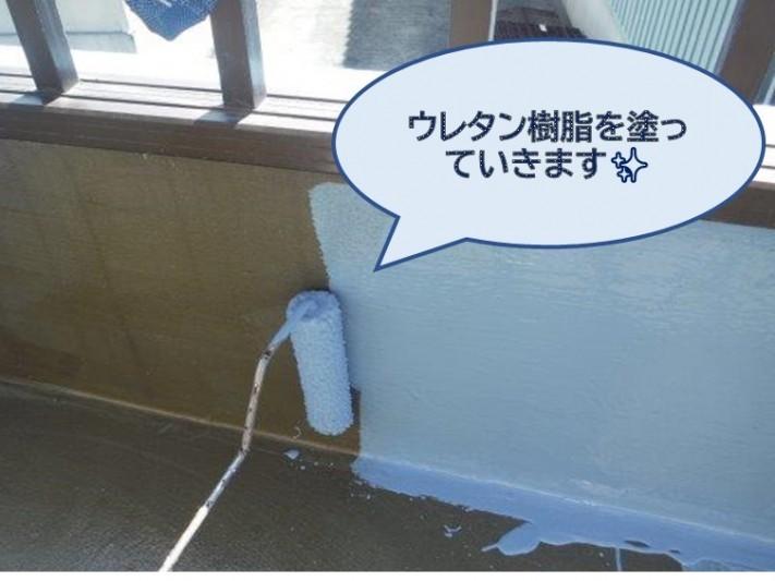 和歌山市のベランダ防水工事でプライマーを塗り、ウレタン樹脂を塗っていきます