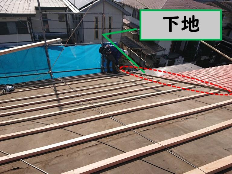 岩出市の屋根の葺き替えを行うのに野地板の下地を張り付けて完成した写真