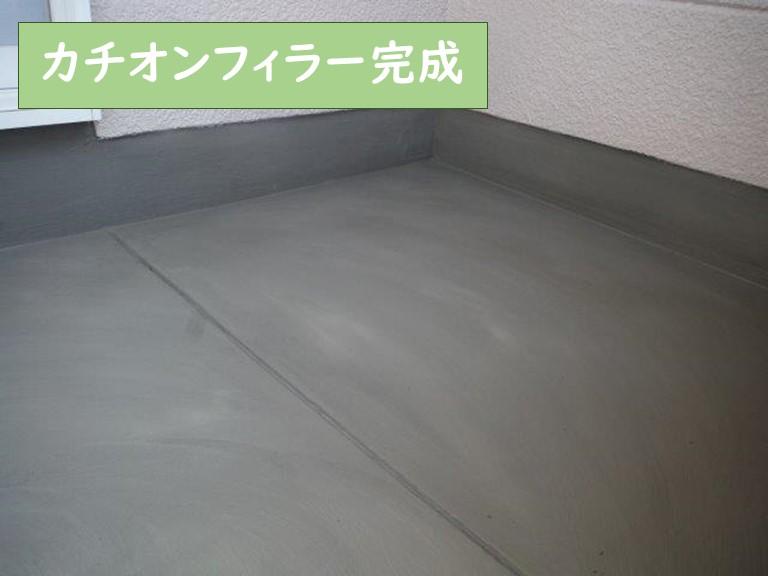 和歌山市で防水工事でカチオンフィラーを塗って乾燥させ、表面をスクレーパーで平滑し完成です